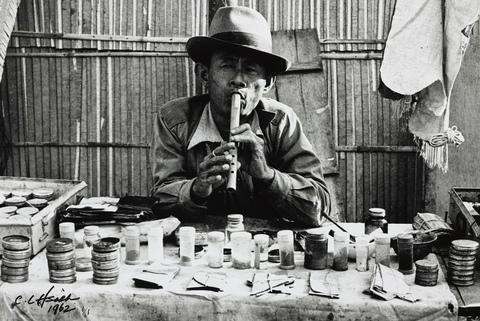 典藏圖片 - 賣膏藥