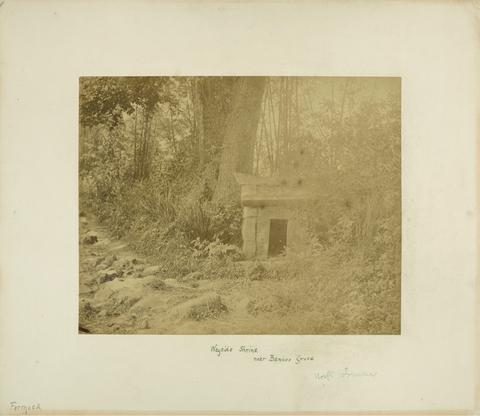 典藏圖片 - 福德祠(土地公)在竹林的路邊,右石刻有「廟後原泉水」,左刻有+I15 ,位淡水與北投間,北福爾摩沙