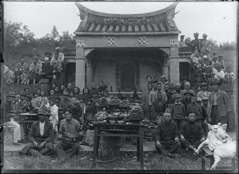 典藏圖片 - 眾人於楊梅富岡公墓祭祀合照