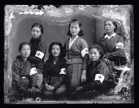 典藏圖片 - 紅十字會護士合照
