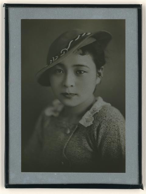 典藏圖片 - 戴帽女子